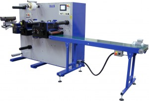 Daco D250R die cutting in register and sheeting digital labels