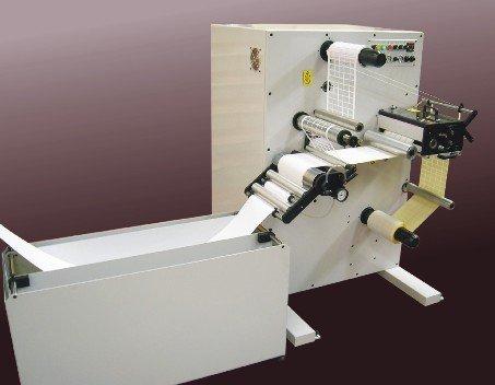 Rebobinadora/cortadora de matriz en línea SRW de Daco